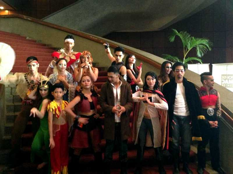The cast of the musical Manhid